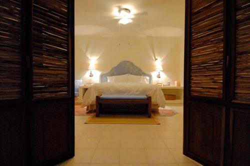 Desire Pearl   Master Suite Bed