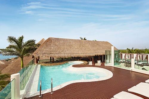 Jacuzzi lounge ofthe Desire Riviera Maya Resort