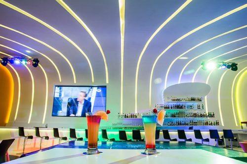 Temptation Cancun Resort | Score Sports Bar Drinks